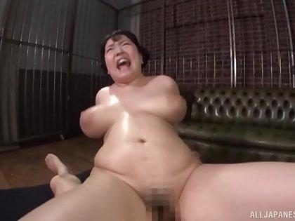 Japanese floosie Mochida Yukari enjoys property a facial ending