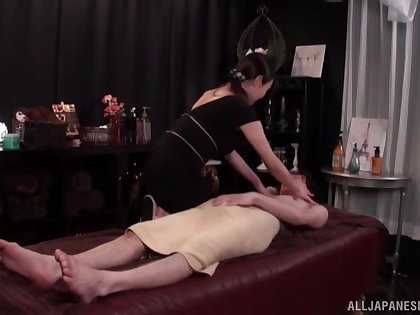 X massage expert gets fucked on the table by her handsome client