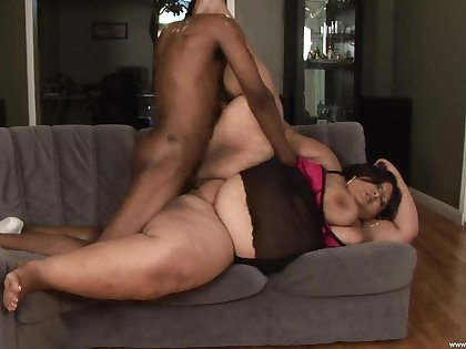 Fat mature slut Jasmine Banks fucked by a massive black dick