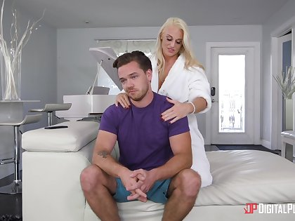 Hot mommy wants prevalent please her step son with sex