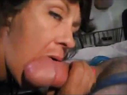 Sexy older lady sucking dick and drink cum