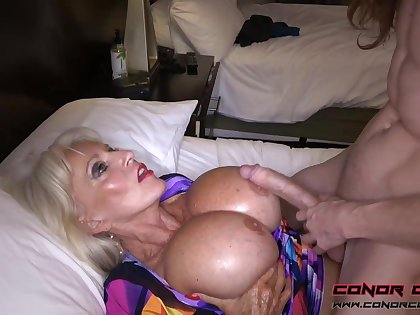 Massive jugged, platinum-blonde grandma doesn't plan to stop penetrating men, because it perceives ergo excellent