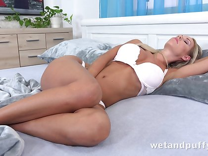 Eye catching handsome and hot super nympho Florane Russell wanna masturbate