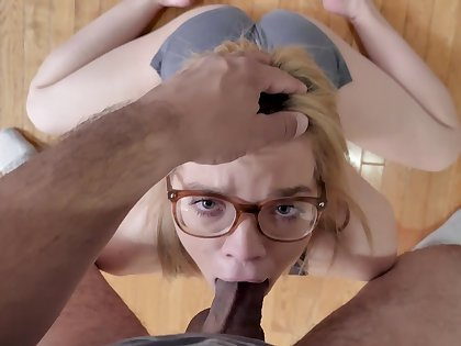 Petite hon gets the dick first thing in the morning