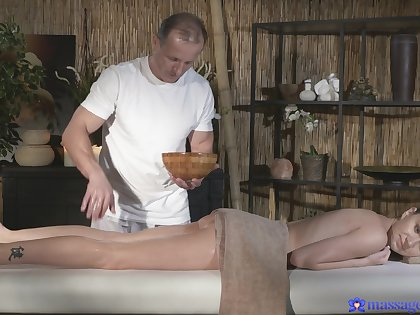 Frying masseur gets what he wants from beautiful Investor Piaff