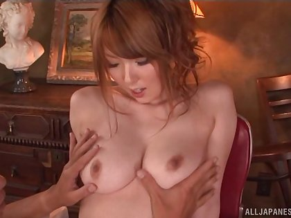 Trimmed pussy Japanese hottie Hatano Yui spreads her arms to ride