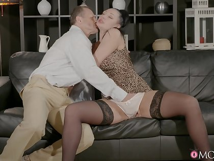 Passionate sex on the leather love-seat with a horseshit hungry babe